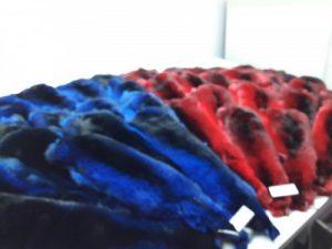 Набор покрашенных шкур - синий и красный